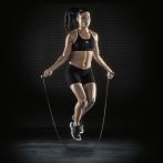Les bienfaits de la corde à sauter sont innombrables car sauter à la corde sollicite l'ensemble des groupes musculaires.