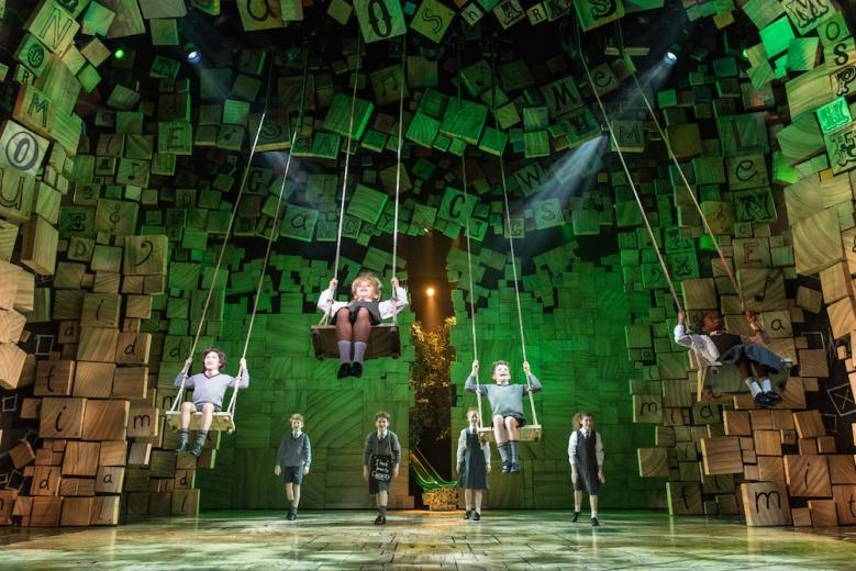 royal-shakespeare-companys-production-of-matilda-the-musical_credit-manuel-harlan-19-copie
