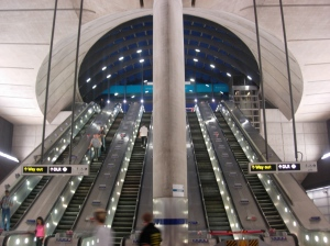 Canary_Wharf_tube_station_night_1